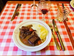 cucina francese di tradizione -: un classico il boeuf bourghignon